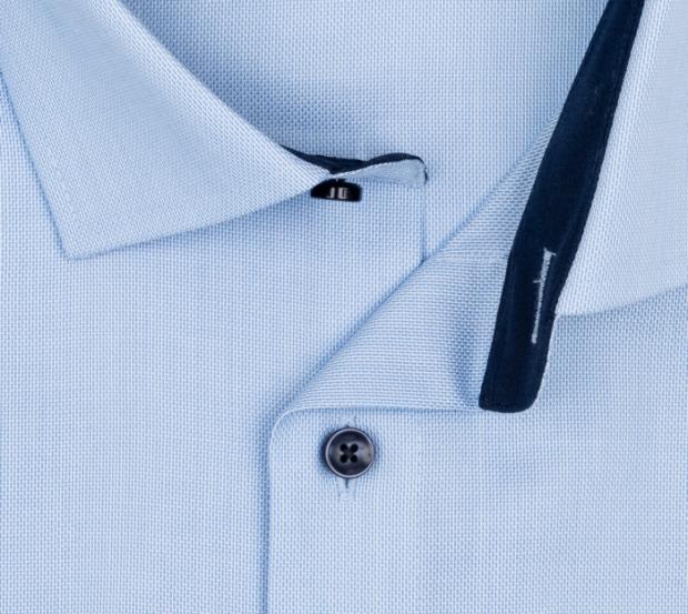 OLYMP vasalásmentes férfi ing karcsúsított világoskék anyagában mintás rövid ujjú (sötétkék gombok) - gallér