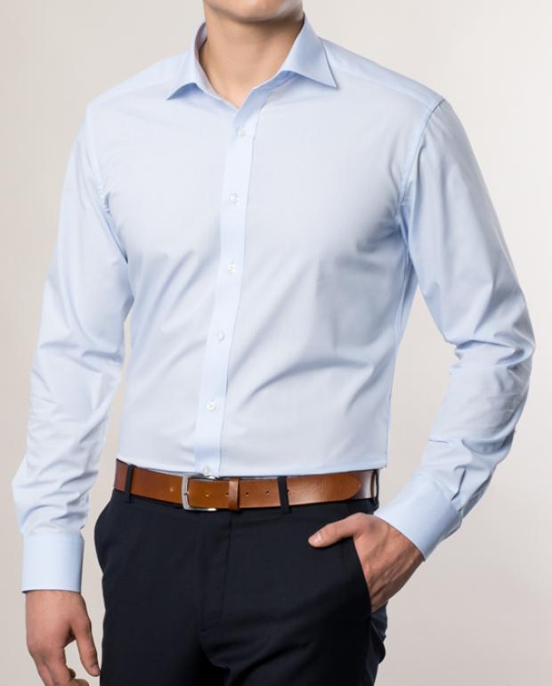 eterna vasalásmentes karcsúsított férfi ing világoskék hosszított ujjú - modell