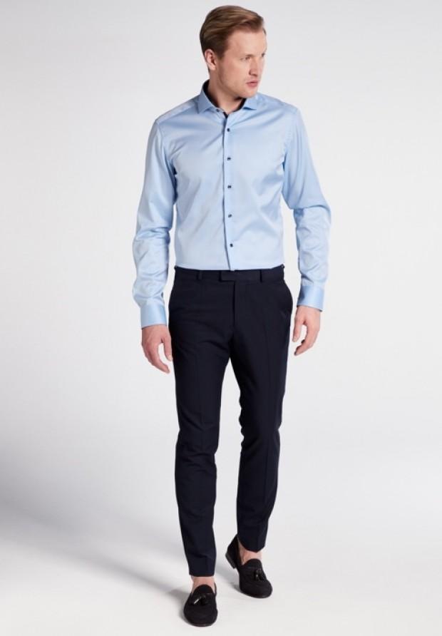 eterna vasalásmentes duplán karcsúsított férfi ing világoskék (cover shirt) - modell