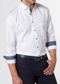 eterna vasalásmentes karcsúsított férfi ing fehér (kék gombok, legombolt gallér) - modell