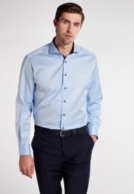 eterna vasalásmentes férfi ing világoskék cover shirt - modell