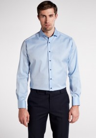 eterna vasalásmentes karcsúsított férfi ing világoskék (cover shirt) - modell
