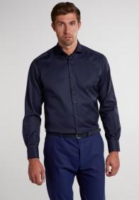 eterna vasalásmentes karcsúsított férfi ing sötétkék (cover shirt) - modell